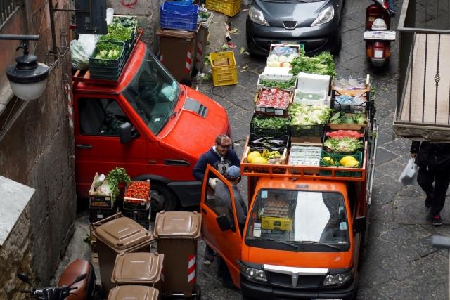 ヨーロッパの下町の野菜売りイメージ20170901