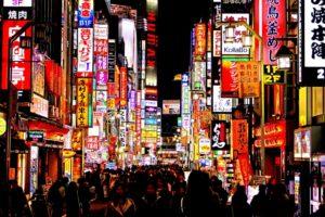 忘年会シーズン真っただ中の新宿歌舞伎町イメージ20171214