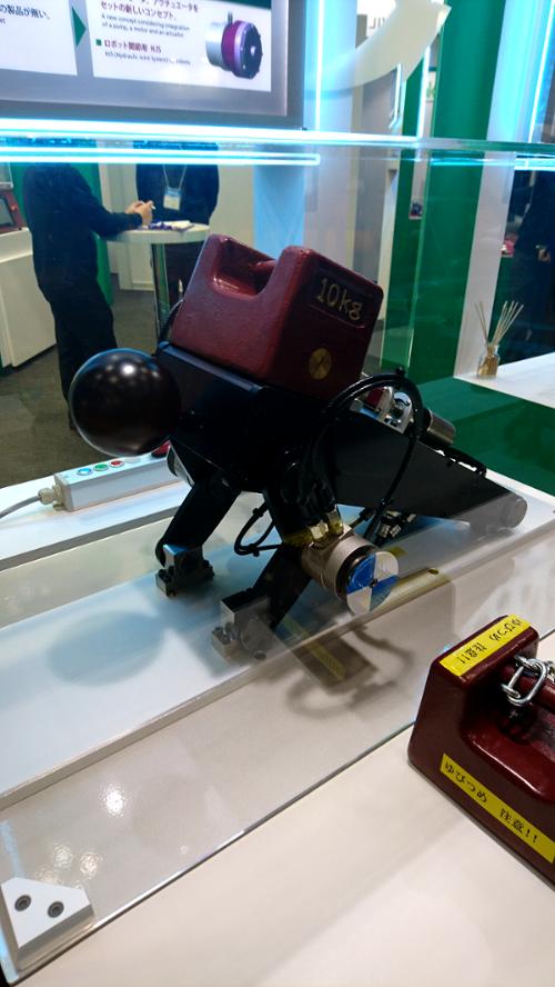腕立て伏せをするロボットイメージ20171204