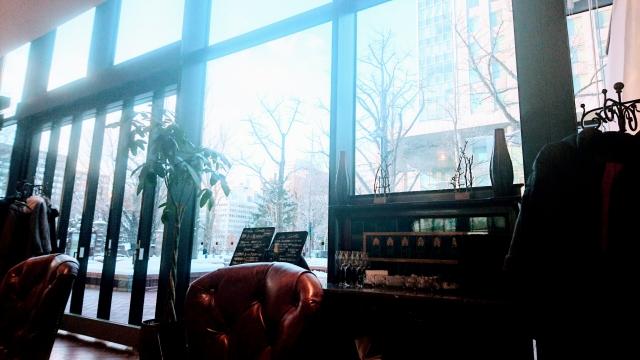 カフェに差し込む薄日のイメージ20180316