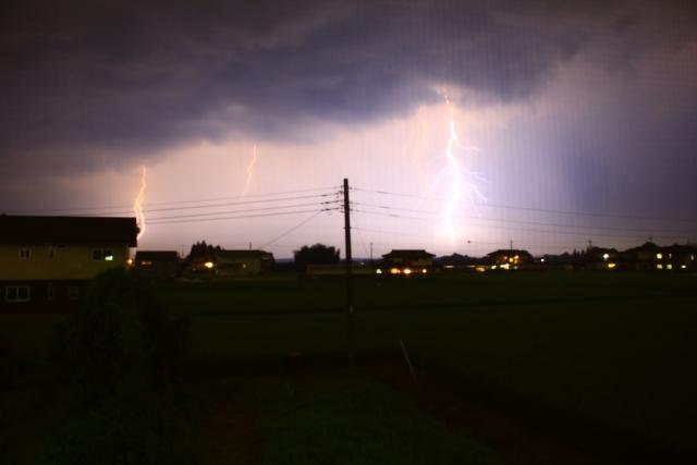 光る雷荒れた天候イメージ20180621