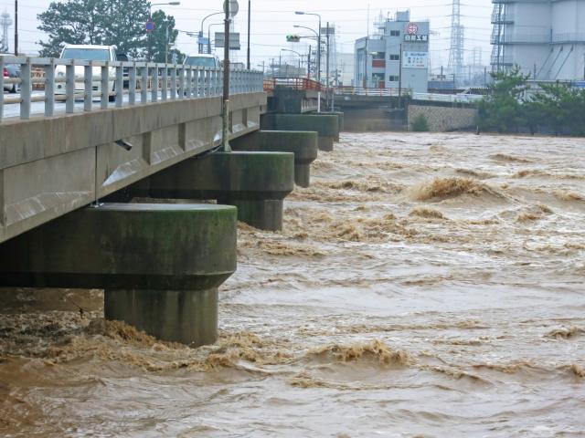 濁流と橋のイメージ20180706