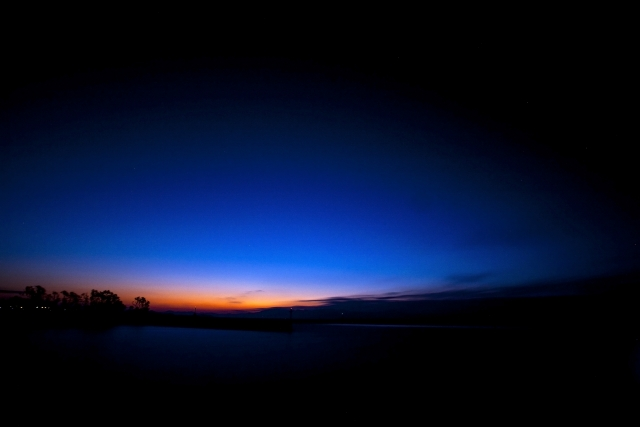 夜明け一歩手前の薄日イメージ20190705
