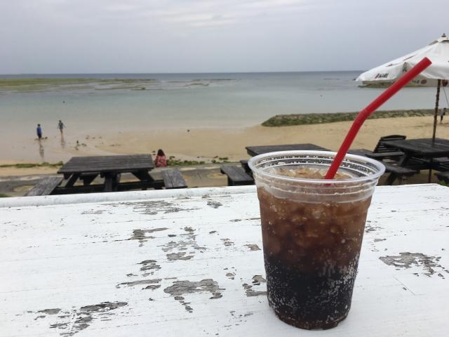 浜辺でコーラ20200831